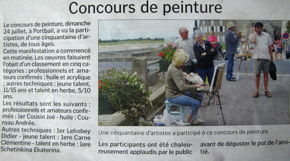 За работой над картиной на конкурсе в Порт-бае . Фото в местной газете.